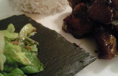 Travers de porc, bolée de riz et salade thai