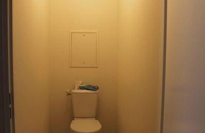 Rénovation des WC à l'étage – Renovierung der Toilette oben