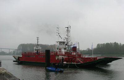 Navires dans les ports français : le bac n°10