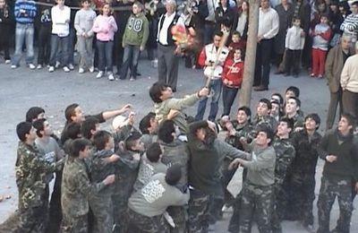 La jeunesse espagnole s'amuse .... les animaux trinquent