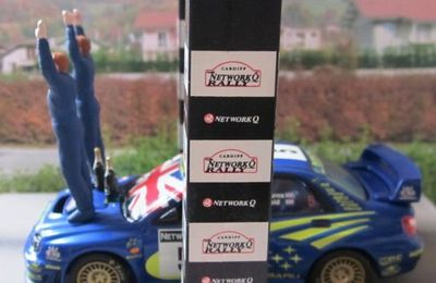 PODIUM ARRIVEE SUBARU IMPREZA WRC 2001 WORLD CHAMPION AVEC BOUTEILLES DE CHAMPAGNE