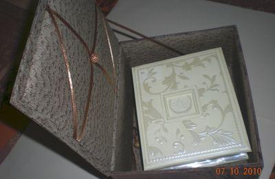 cartonnage-boite à charnière a fond secret et son mini album K.et Cie