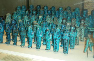 L'ÉGYPTOLOGIE TCHÈQUE : III. LES FOUILLES D' ABOUSIR DURANT LA DERNIÈRE DÉCENNIE DU XXème SIÈCLE - 16. LE MATÉRIEL FUNÉRAIRE D' IUFAA : 4. SES PROPRES SERVITEURS FUNÉRAIRES