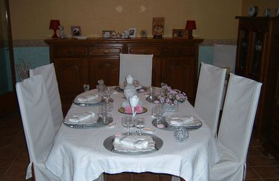 TABLE GRISE/BLANCHE ET ROSE ...........Septembre 2011.......