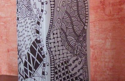 Lampe : un essais zentangle....