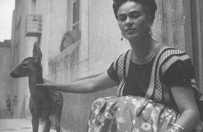 Frida Kahlo, peintre à fleur de peau, à fleur de toile