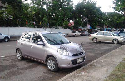 La photo du jour à Udon Thani..........La voiture qui vous fait de l'oeil !