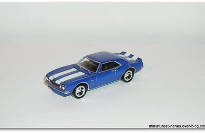 Camaro 1967 by Johnny Lightning.