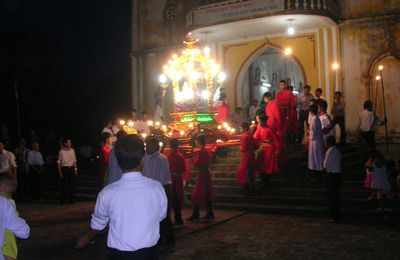 Le Vietnam au quotidien 37 - Procession catholique