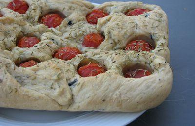 Focaccia aux olives et tomates cerises