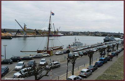 Bateaux sur l'eau , à... Saint- Malo ...