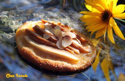 Petites tartes fines aux coings, miel et amandes