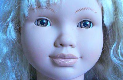 Grande Jesmar blonde - 68 cm