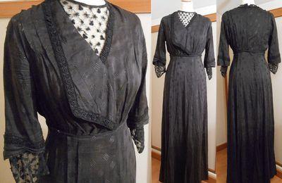 Années 1910 - robe ancienne en soie noire