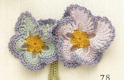 Une petite fleur au crochet, grille gratuite du net,................