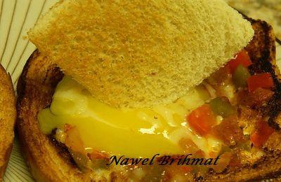 Sunny-side up pepper toast / Tartine façon basquaise œufs au plat