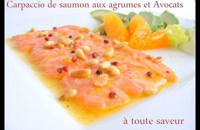 Carpaccio de saumon aux agrumes, avocats et pignons de pin