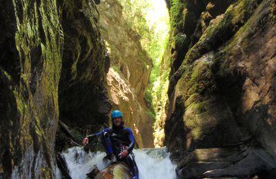 Canyoning au Bitet dans les Pyrénées-Atlantiques.
