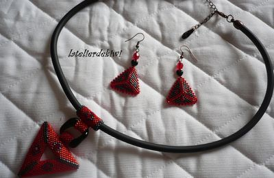 Collier 3D rouge/noir