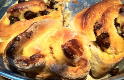 Brioche with pastry cream and chocolate chips