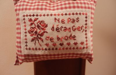 Non disturbare, sto ricamando! Do not disturb, , I'm embroidering! Ne pas déranger, je brode!