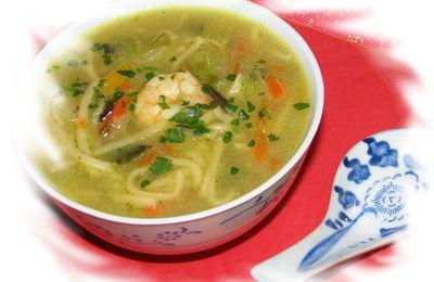 Une bonne soupe pour se réchauffer ... Soupe aux nouilles, scampis, lait de coco