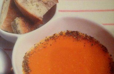 """La soupe de la """"mariée Ezo"""" lentilles corail et menthe séchée."""