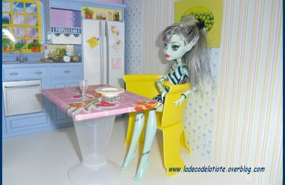 Chaise et table pour Barbie