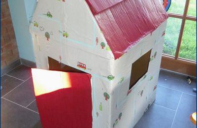 une cabane (en carton)