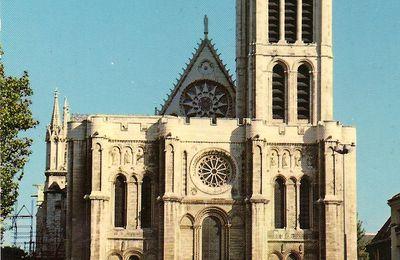 EDIFICES RELIGIEUX EN CARTES POSTALES