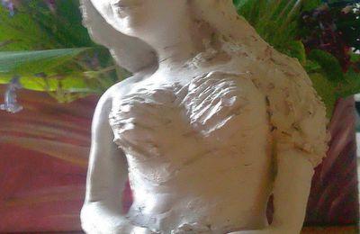 Portrait de femme - modelage en argile : Jeune femme fragile F.Claire