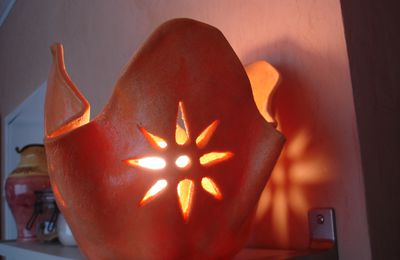 UNE LAMPE ORANGE POUR HALLOWEEN