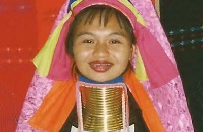 23. La tribu de las Mujeres Jirafa