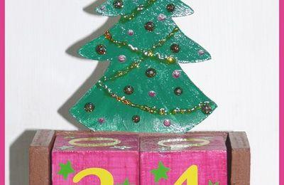 Sapin de Noël sur calendrier perpétuel bois