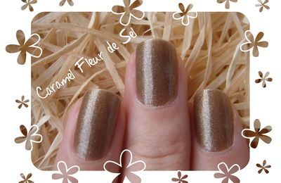 Vernis marron pailleté