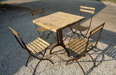 ENSEMBLE TABLE CREATION ET 4 CHAISES BISTROT 1930