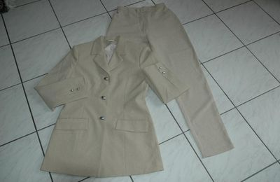 Tailleur beige - Taille 36