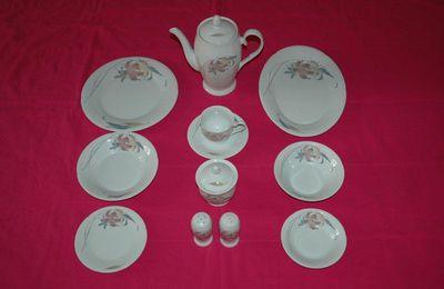 Service de table en porcelaine - 81 pièces