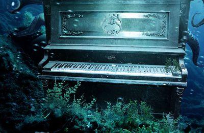Poésie ; le Piano au bord de l'eau