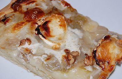 Pizza blanche aux endives, fromage de chève et noix