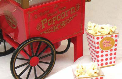 "Popcorn machine ""et"" popcorn box"
