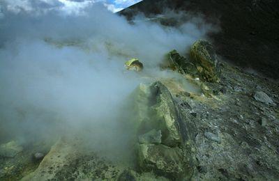 Des volcans et des hommes - 3 - les volcans, une source de soufre.