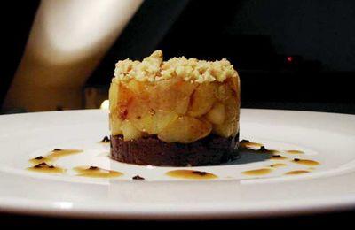 Parmentier de boudin noir et pommes en crumble aux noix, jus truffé...