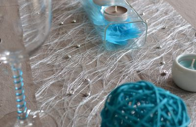 Table taupe et turquoise...
