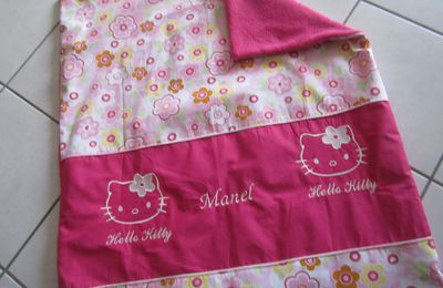 une couverture hello kitty