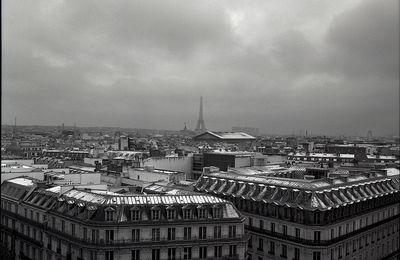 Sous le ciel gris de Paris...