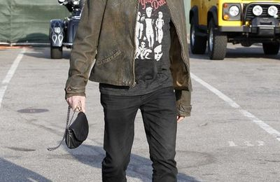 Photo Johnny et Laeticia Hallyday Cruise à MalibuMalibu, en Californie, le 26 Février 2012.