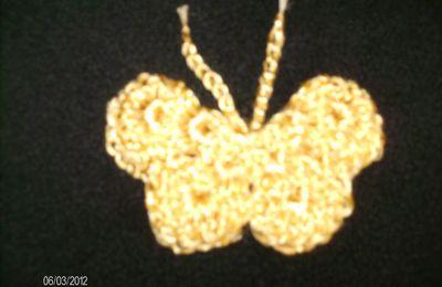 un papillon doré