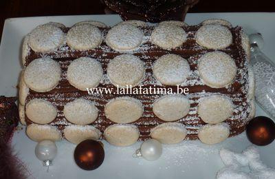 Bûche Pralinée feuilletée aux macarons