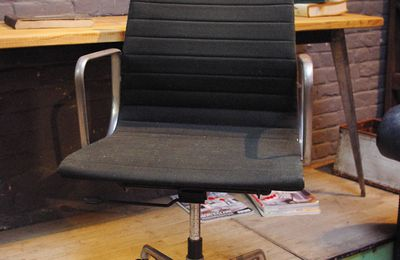 "FAUTEUIL ""GROUPE ALU"" DE CHARLES & RAY EAMES"